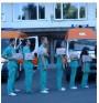 Студенти сменят аулата с линейка