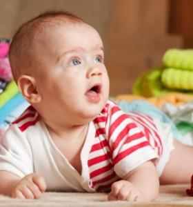 Кога бебето започва да се обръща?