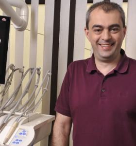 Д-р Бранимир Кирилов: Денталната имплантология предлага и естетични решения (II част)
