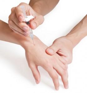 Лекуват артрит с инжекции със стволови клетки
