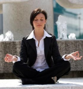 Йога бори стреса и на работното място