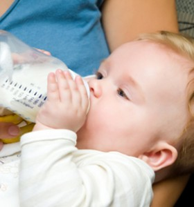 Бременни и бебета не бива да консумират сурово мляко - защо?