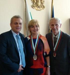 Д-р Москов награди лекари със златен почетен знак