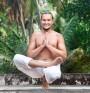 Поза на йога стяга гърба и бедрата