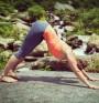 Поза на йога против стрес и менструален дискомфорт