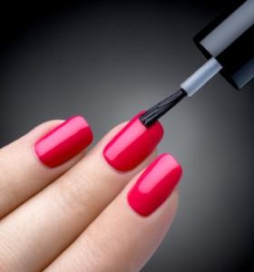 Химията в лаковете за нокти уврежда здравето ни