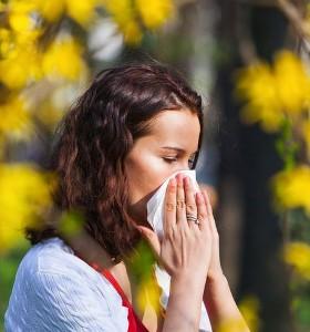 Как да си помогнем при алергична хрема с хомеопатия?