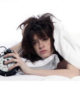 Накъсан сън и чести дремки през деня - кога се наблюдава?