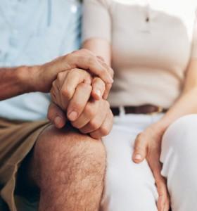 Окситоцинът подобрява секса при обвързани двойки