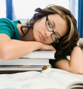 Успиването през уикенда влияе на здравето