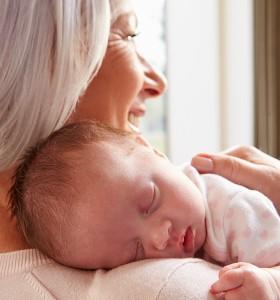 Грижите за внуците добавят години към живота на възрастните