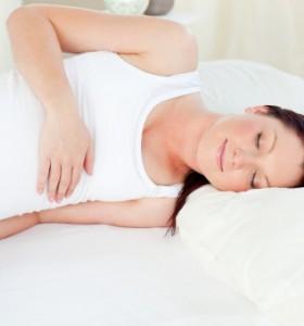 В каква поза е най-добре да спят бременните?