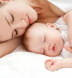 И детето не спи добре, когато мама страда от безсъние