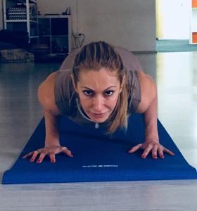 Как да заздравим ръцете с йога поза? Йога със Стела Колева