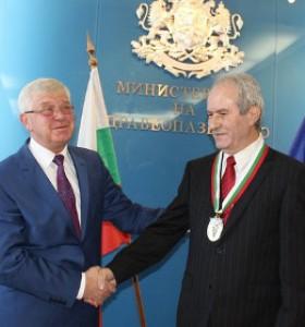 Проф. Радослав Гайдарски получи Златен почетен знак  I степен