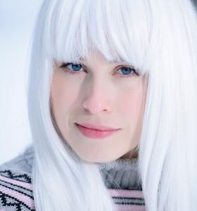 Бели коси при млади хора – причини и превенция