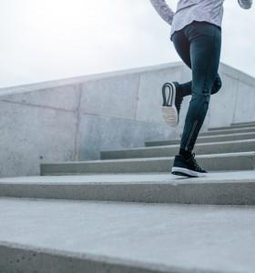 Качване на стълби за сваляне на теглото – как помага?