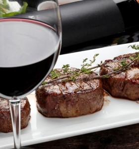 Чаша червено вино с вечерята – днес не пропускайте