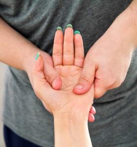 Релаксиращ масаж за уморени ръце
