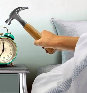 Вредим си като отлагаме алармата няколко пъти сутрин