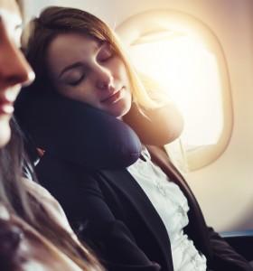 Сънят по време на полет – с какво може да ни навреди?