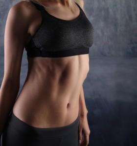За стегнат корем – силова тренировка или джогинг?
