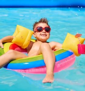Какви микроби ни дебнат в плувните басейни?