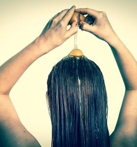 С какво яйченият жълтък е полезен за косата?
