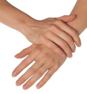 При синдрома на Рейно пръстите са студени, бледи, дори сини