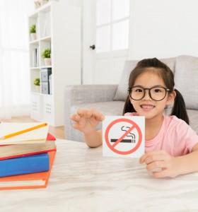 Вторичният дим от цигарите разболява децата действително