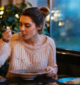 До какво води късната вечеря и пропускането на закуската?