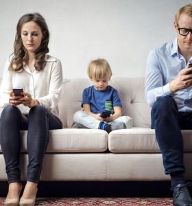 Родители, деца и телефони: една лоша връзка