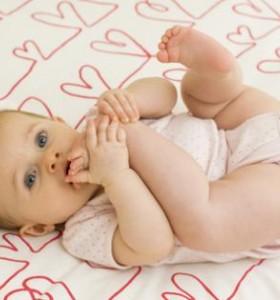 Луксация на тазобедрените стави - резултат от неправилни грижи за бебето (І част)