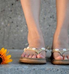Гъбички по ноктите и краката – чест проблем през лятото