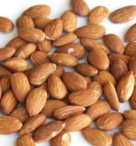 Хапвайте бадеми срещу настинка и грип