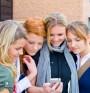 Младежите са пристрастени към мобилните телефони