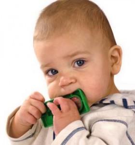 Никнене на зъби при бебето – и диарията е симптом