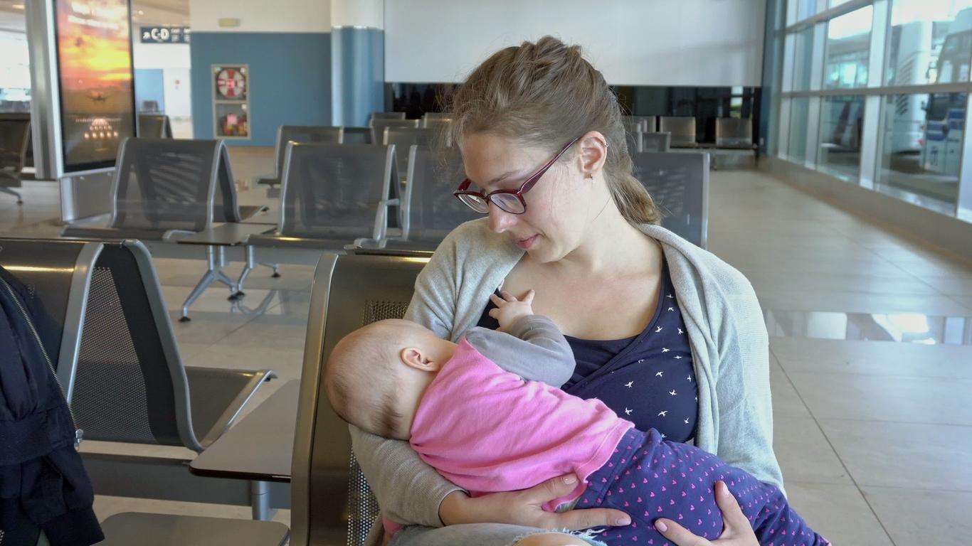Пътуването с малко бебе и особено с новородено е голямо