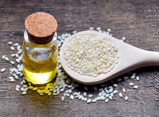 източник: Сусамовите семена съдържат хранителни вещества, които укрепват косата и