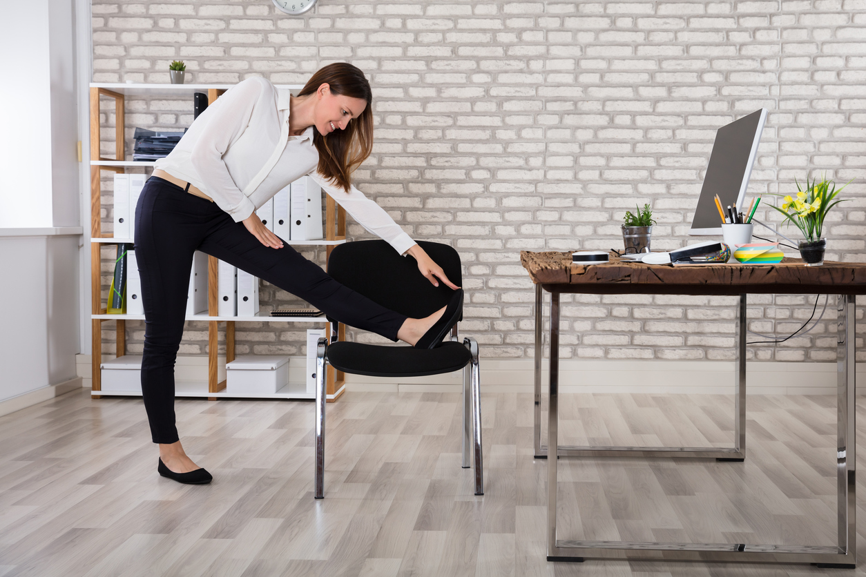 Снимка: Ползи от йога на стол. Йога със Стела Колева