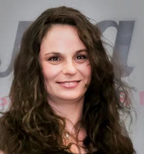 Деница Венкова е биотехнолог със специализация в областта на ваксините,