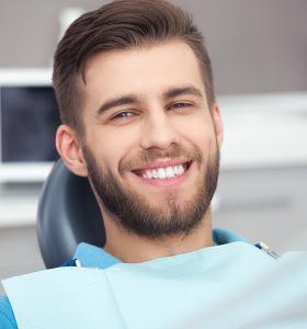 Мъже, които страдат от проблеми с венците се свързват два