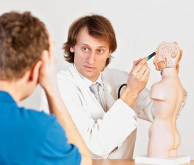 Енцефалитът представлява остро възпаление на мозъчната тъкан. Различава се от